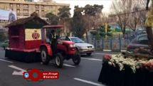 عبور ماشینهای تزیین شده با گل برای استقرار در مسیر راهپیمایی ۲۲ بهمن