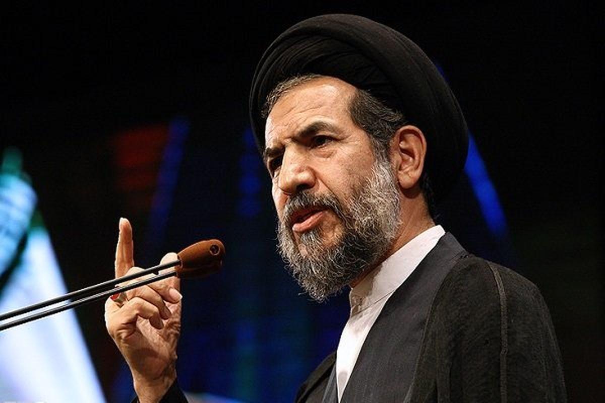 ملت ایران به تنهایی در برابر استکبار پیروز شد