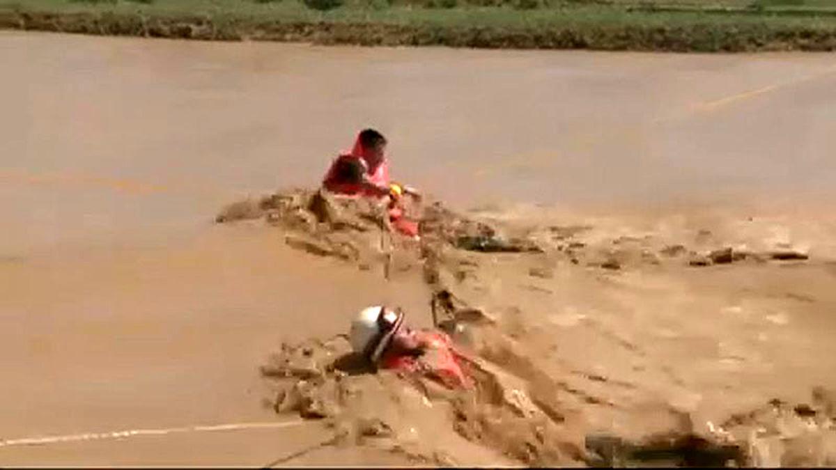 پیکر ۲ سرباز وظیفه مرزبانی میرجاوه گرفتار سیلاب کشف شد