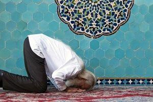 خواندن نماز در مسجد بهتر است یا حرم امامزادگان؟
