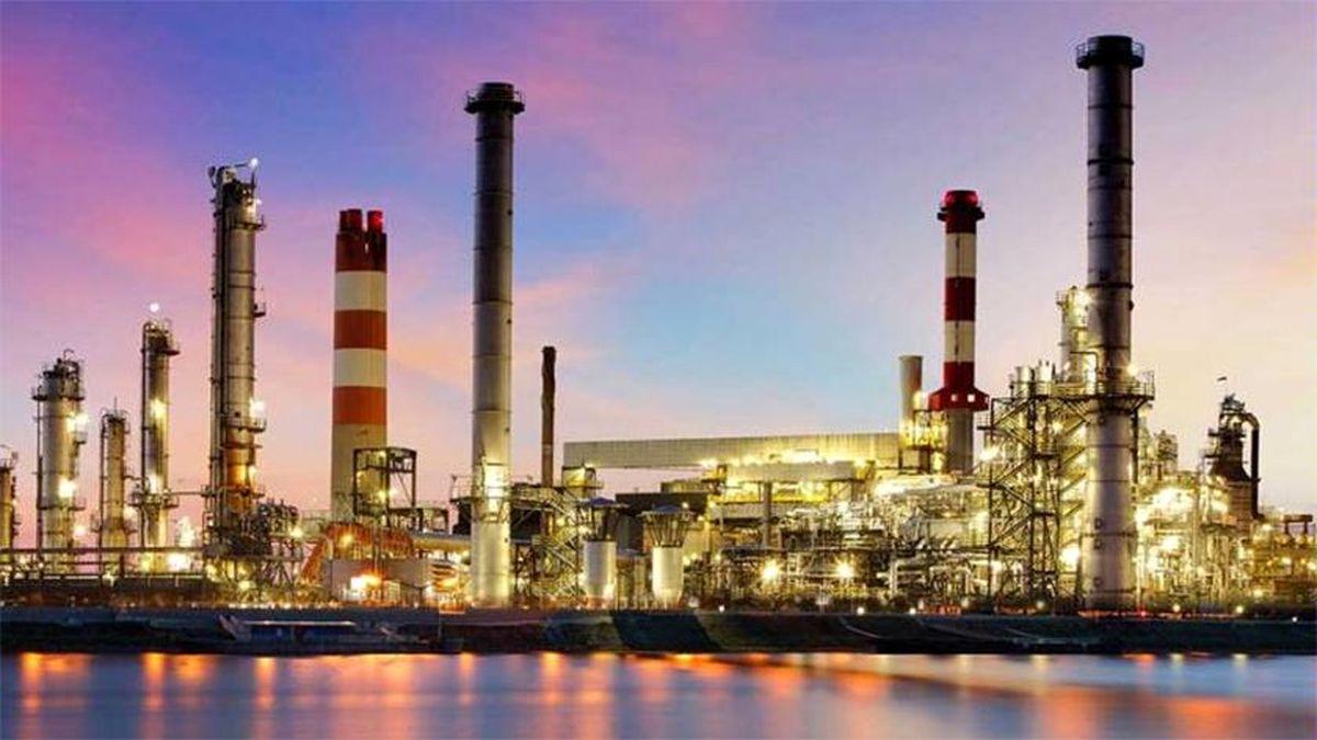 با ساخت پتروپالایشگاهها تودهنی بزرگی به تحریمکنندگان نفت ایران میزنیم