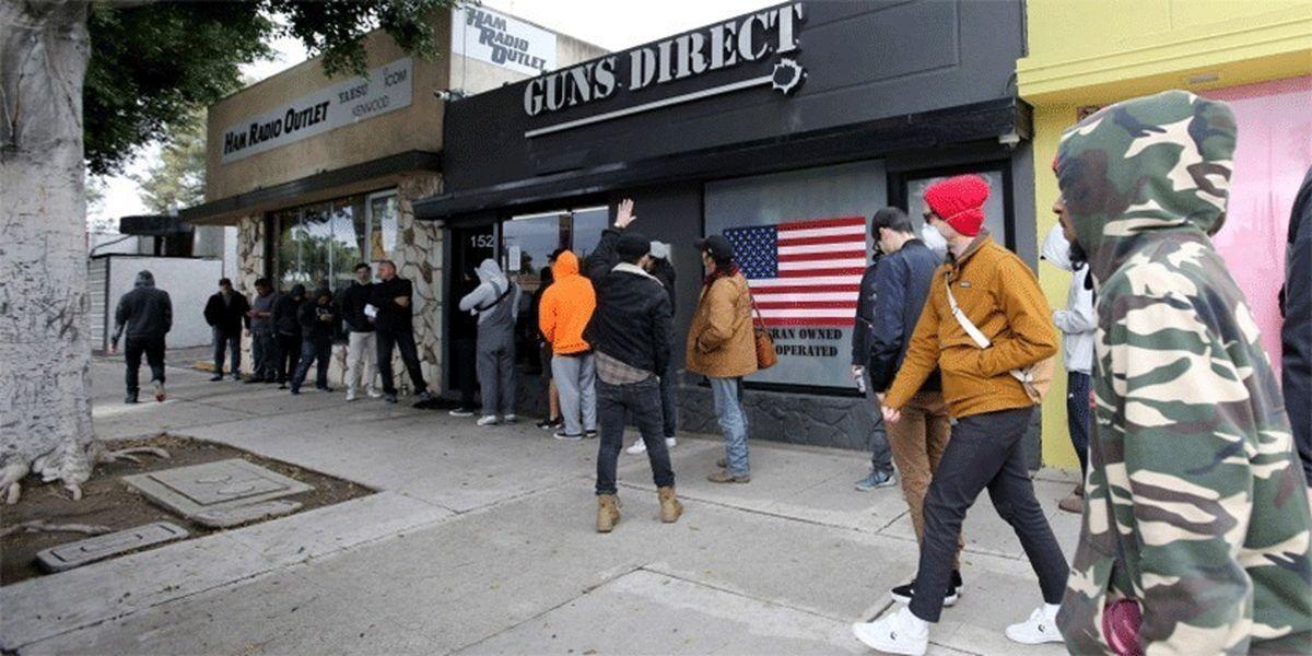 فروشگاههای اسلحه جزو مشاغل ضروری در آمریکا!
