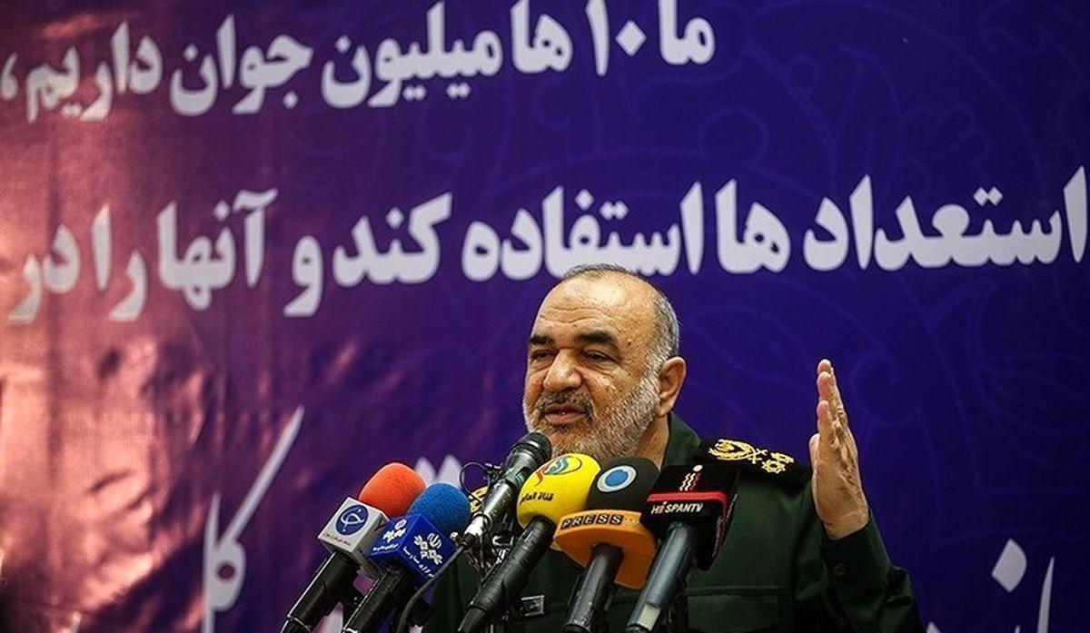 سردار سلامی: اندیشههای ظاهر شده در دهههای اول سپاه باید به نسلهای بعدی انتقال یابد